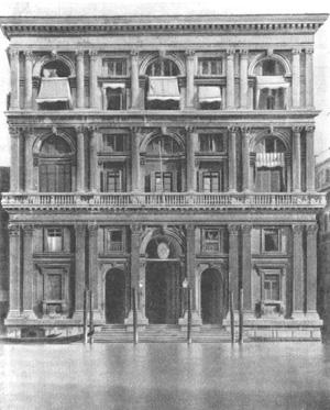 Архитектура эпохи Возрождения в Италии: Венеция. Палаццо Гримани, начато в 1556 г. Микеле Санмикели.Современный вид