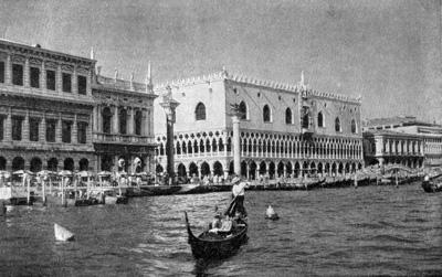Архитектура эпохи Возрождения в Италии: Венеция. Набережная у Пьяццетты. Слева направо — Дзекка, Библиотека Сан Марко, Дворец Дожей, здание тюрьмы